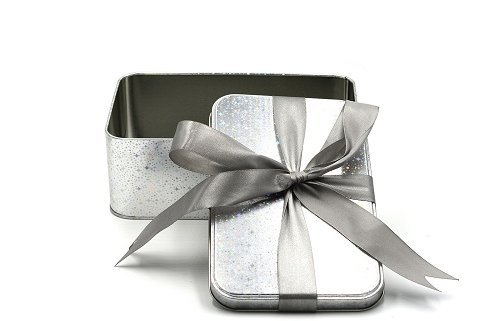 gift packaging wholesale 500x321 - Top Factors to Consider When Purchasing Tin Can
