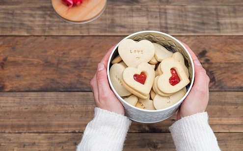 All You Need to Know About Biscuit Tin Box 1 495x309 - All You Need to Know About Tin Can Packaging